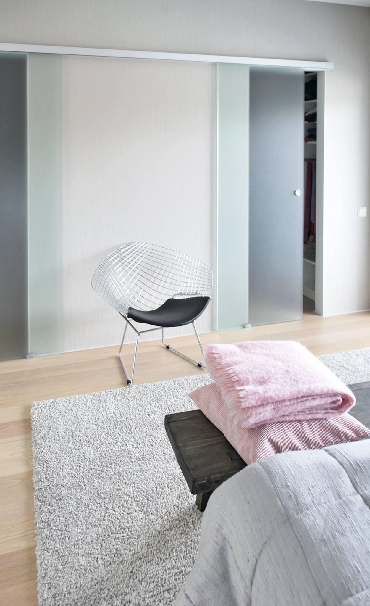 moderni-kivitalo-makuuhuone-walk-in