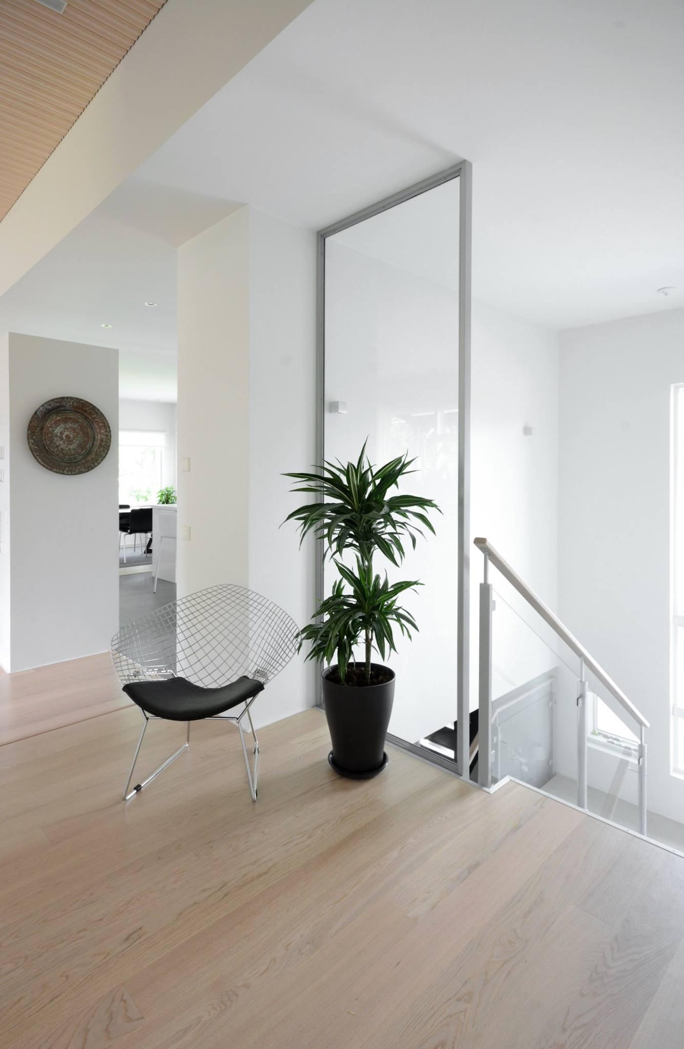 moderni-kivitalo-portaikko