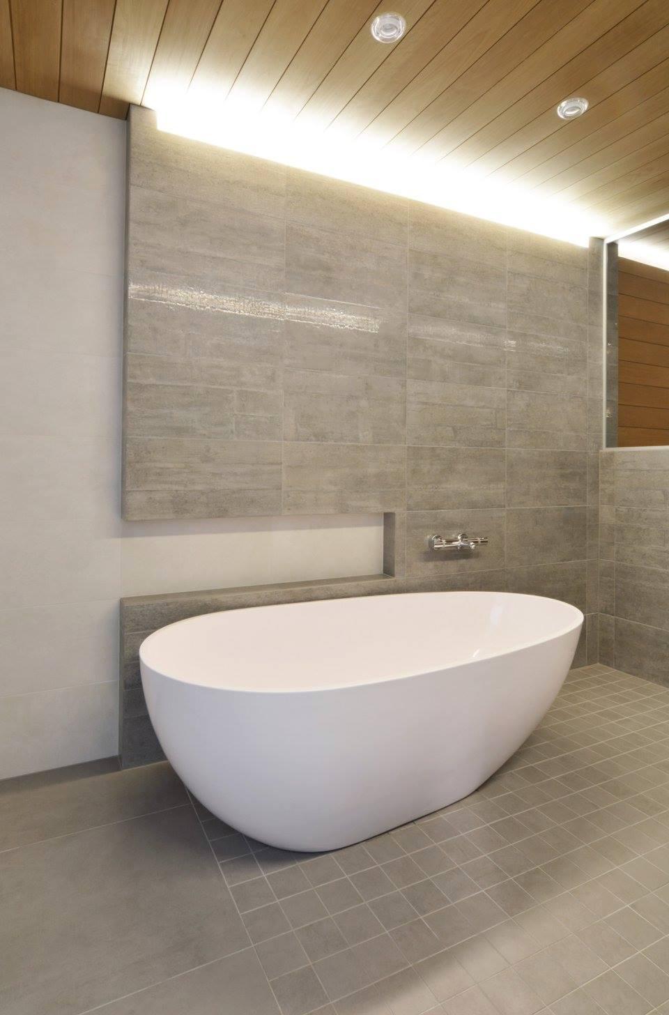 betonin-inspiroima-kylpyhuone-ja-amme