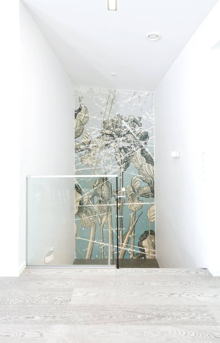 betonin-inspiroima-portaikko-ja-kuvatapetti