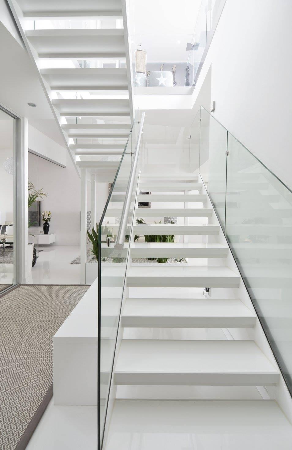 hotellitunnelmaa-kerrostalokotiin-portaikko