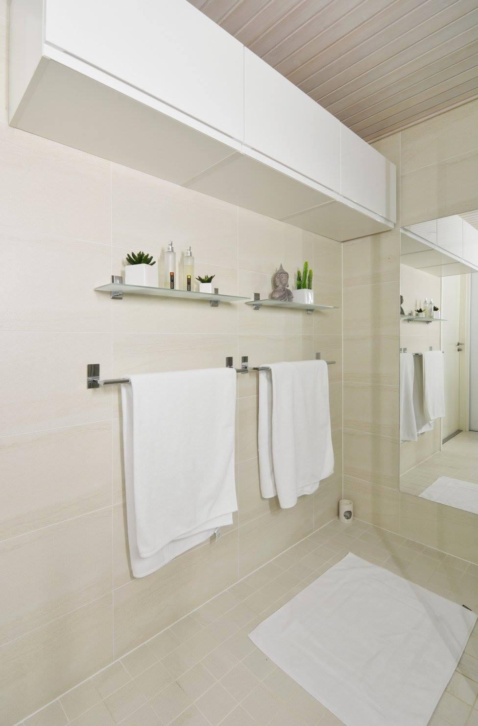 hotellitunnelmaa-kerrostalokotiin-pyyheripustin