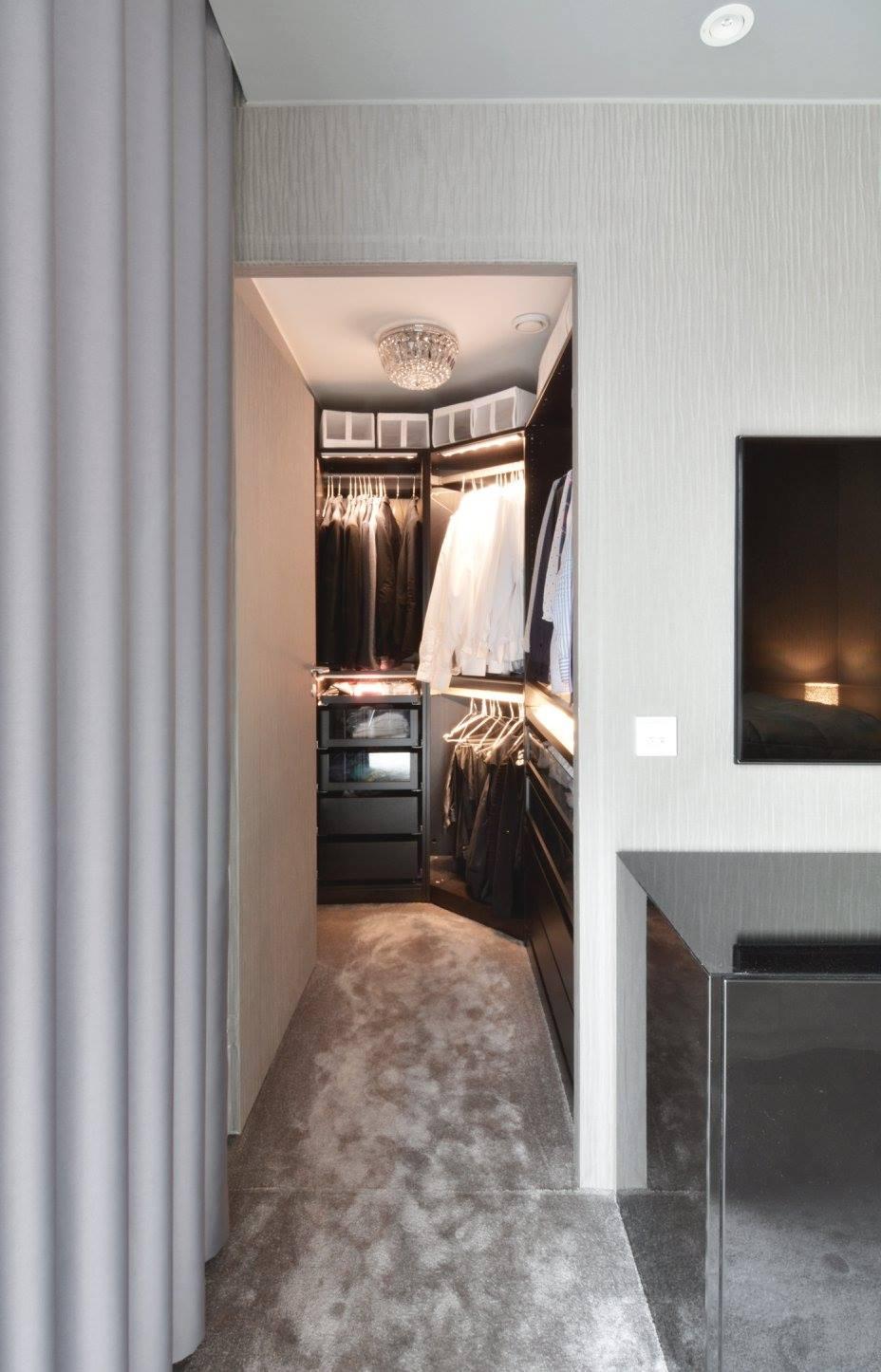 hotellitunnelmaa-kerrostalokotiin-walk-in-vaatehuone