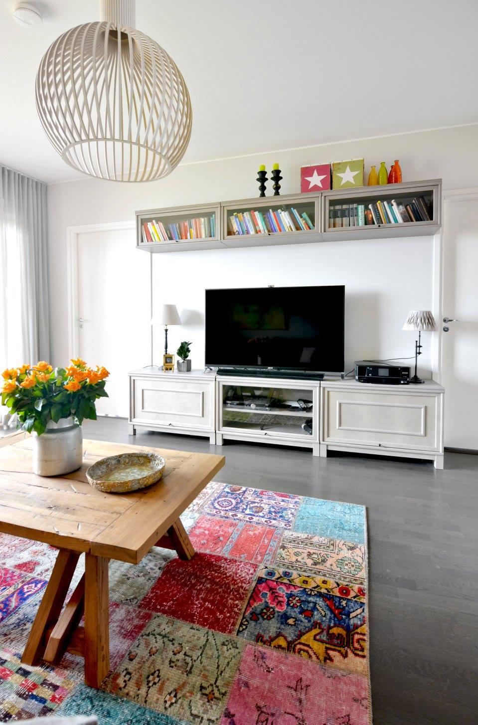 Varikasta ja kodikasta TV-taso ja matto